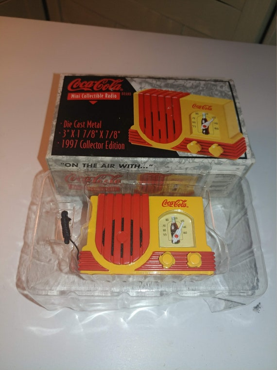 FREE SHIPPING- 1997 Coca Cola Die Cast Metal Radio. Original Packaging! Excellent Condition!