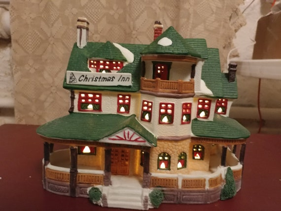 "FREE SHIPPING- 1994- Lemax Dickensvale Village Collectibles Porcelain Lighted House ""Christmas Inn"" In original box with Cable & Bulb-"