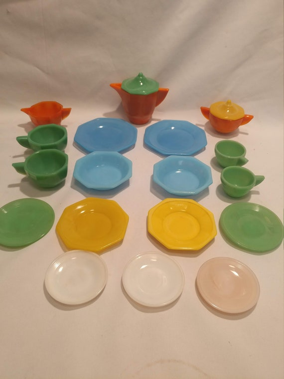 "Antique Ackro-Agate Glass Tea Party Play Set. 19 pc. Set.  ""SET A"""