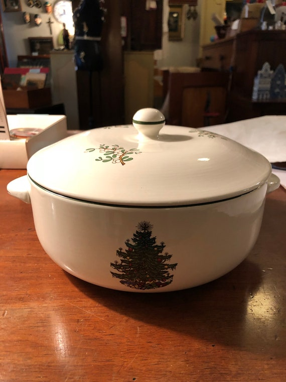 FREE SHIPPING-Cuthbertson-Christmas Tree-Covered Casserole