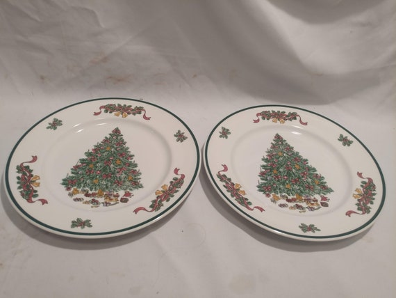 """FREE SHIPPING- Set of 2-Johnson Brothers England """"Victorian Christmas"""" 10-1/4""""d Dinner Plates. Green Backstamp"""
