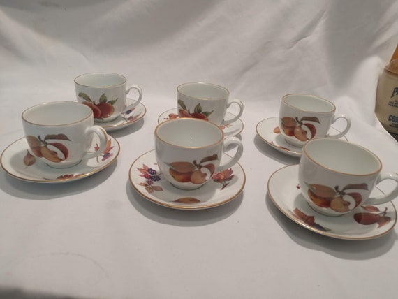 """FREE SHIPPING- Royal Worcester Fine China. """"Evesham Gold- 1961"""" Fruit Pattern with Gold Band. Set of 6- Cups with Saucers."""