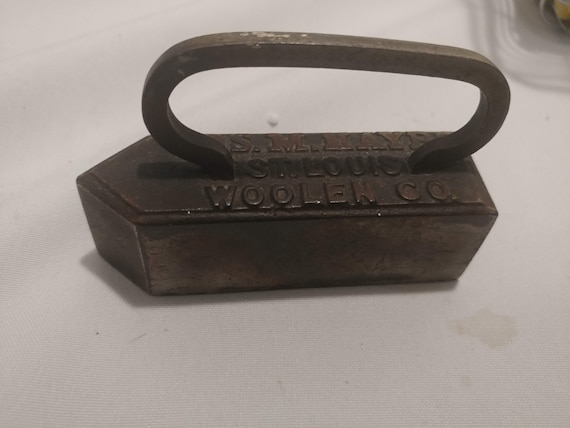 "FREE SHIPPING*- Vintage Small Cast Iron Collar Press/Iron. 3-1/2"" Long x 1-1/8"" Wide x 2-1/4"" Tall. Good Vintage Condition!"