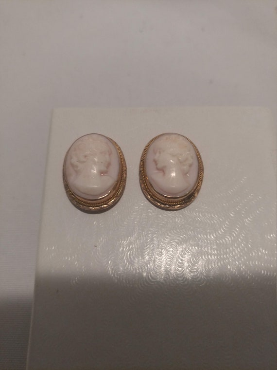 "Vintage 14 kt Gold Carved Cameo Earrings. Pierced Ears. 1"" Long"