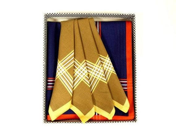 1950-60/'s Stanley Lawrence Men/'s Handkerchiefs SET of 3 ~ NEW in BOX ~ CottonPolyester ~ Blue Brown ~ Men/'s Handkerchief Set of 3 Beige