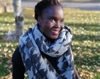 UNISEX GREY Infinity Scarf, Winter, Fall, Warm weather, Infinity Scarf , wool scarf, wraps, gifts, fall accessories, Scarves, Fall fashion