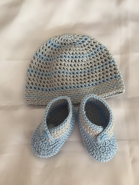 Crochet baby blanket, beanie and shoes