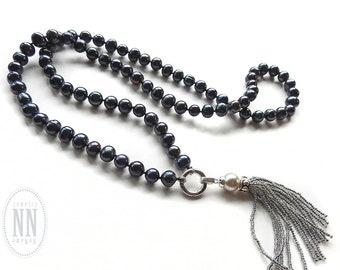 Black pearl necklace / Tassel necklace / Beaded tassel / Knotted pearls / Long beaded necklace / Gift for her women