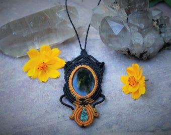 Beautiful combination of black Onyx and mexican Jade macrame necklace
