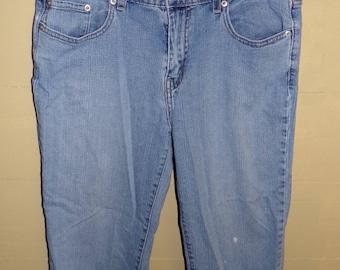 Vintage Women's 515 Levi Capris Size 10