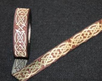 Bristle, Celtic knot brown/gold, B133