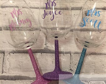 Personalised glitter wine glass