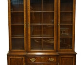 DREXEL HERITAGE 18th Century Collection Mahogany Chippendale Traditional Style Illuminated 58 quot Display China Cabinet 128-426-6