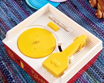 Recent Fisher Price RECORD PLAYER including 4 differents recordsin working condition