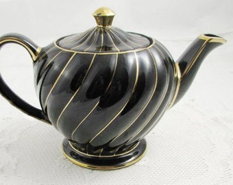 Early mid-century (1940s) Sadler Black and Gold Swirl hand-decorated teapot with lid. Marked 14937 to base.