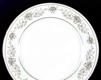 Vintage (1980s) Noritake Green Hill 2897 dinner plate made in Japan. Sold individually.