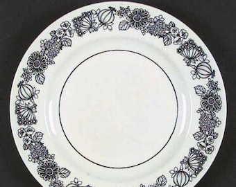 Vintage (1970s) Grindley Manitou dinner plate. Bold black-and-white flower power and veggie pattern.