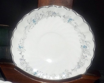 Vintage (1960s) Sovereign Potters Charmian R110-62 orphan saucer only.