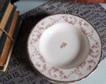Quite vintage (1930s) Alfred Meakin Harmony Rose rimmed soup, cereal, salad bowl. Pink roses, broad gold edge.