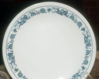 Vintage (1980s) Corelle | Corning | Corningware USA Old Town Blue salad or side plate. Blue-and-white floral band.