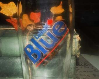 Vintage (1980s) Labatt Breweries Canada Labatt Blue Pilsener beer pint glass.  Etched-glass artwork.