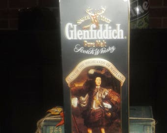 Vintage (1980s) Glenfiddich Clans of the Highlands Clan Murray Sir Mungo Murray lithographed (empty) scotch whisky tin. Made in England
