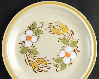 Vintage (1980s) Hearthside Garden Festival Prairie Flowers stoneware salad | side plate made in Japan. Sold individually.