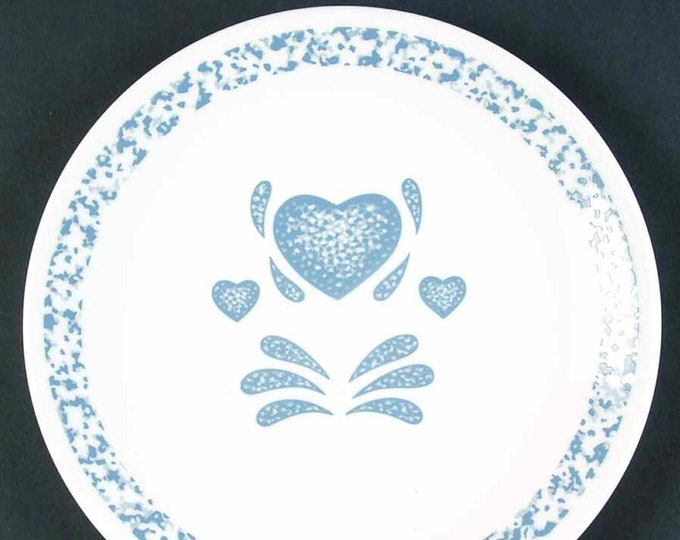 Pair of vintage (1980s) Corelle | Corningware | Corning Blue Hearts dinner plates. Vintage Corningware made in the USA. Sold as pairs.