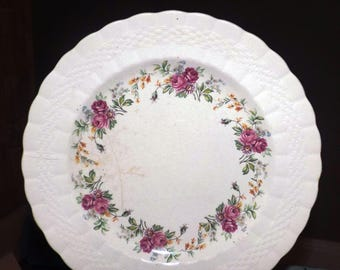 Pair of quite vintage (1930s) Simpsons Potters Finsbury hand-decorated dinner plates. Embossed basketweave Solian Ware. & Basketweave plates | Etsy