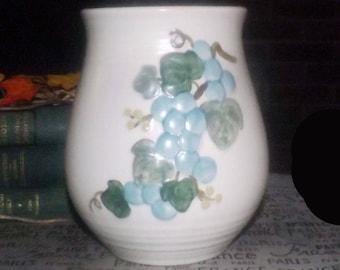 Vintage (1960s) Metlox USA Sculptured Grape canister | utensil holder. Metlox Poppytrail Vernon. Embossed grapes, leaves. California made.