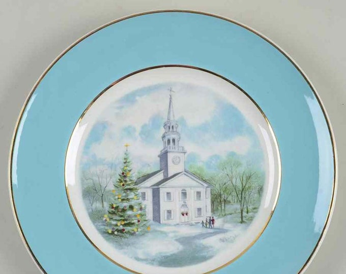 Vintage (1974) Wedgwood for Avon decorative Christmas plate Country Church.