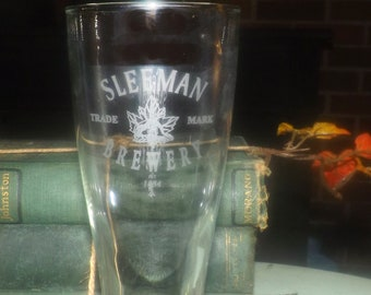 Vintage Sleemans Canadian Brewery 1834 Beaver glass.  Etched-glass artwork and logo.