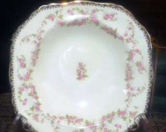 Quite vintage (1930s) Alfred Meakin Harmony Rose hand-decorated fruit nappie, dessert, berry bowl. Splashes of pink roses, gold edge.