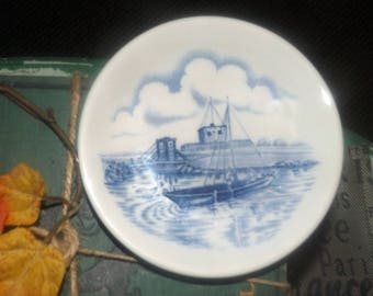 Vintage Wood & Sons blue-and-white pin   trinket   ring   jewelry dish made in England. Sailing scene, shores of Upper Canada Village.