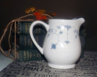 Vintage (1992) Royal Oak RLO2 blue-and-white creamer or milk jug. Scandinavian design, blue flowers on white, blue edge.