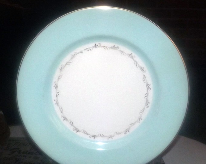 Mid-century Johnson Brothers JB917 dinner plate made in England. Sold individually.