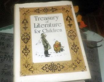 Vintage (1983) hardcover children's book Treasury of Literature for Children.  Classic children's stories. Hamlyn Publishing. Complete.
