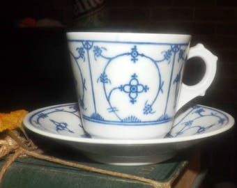 Vintage (1960s) Jäger Eisenberg Jager Eisenberg Blau Saks blue-and-white Delft-pattern demitasse cup + saucer. German Democratic Republic