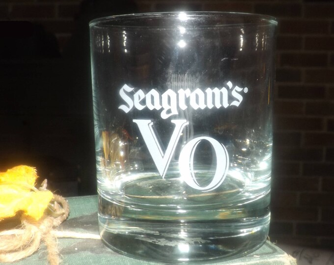 Vintage etched-glass Seagram's VO Canadian whisky, lo-ball, on-the-rocks glass. Etched-glass artwork.