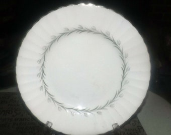 Vintage (1960s) Susie Cooper | Wedgwood Lady Barbara large dinner plate | charger. Green and white leaves. Platinum edge.