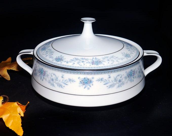 Vintage (1980s) Noritake Blue Hill 2482 round covered vegetable serving bowl made in Japan. Blue florals, platinum trim.