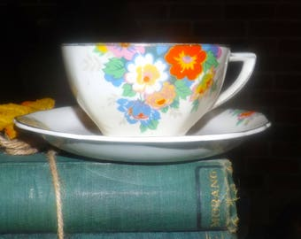 Vintage (1930s) Hollinshead & Kirkham Montrose art deco cup and saucer set made in England. Sold individually.