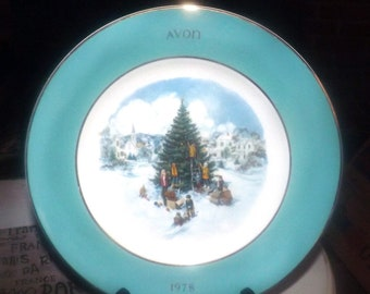 Vintage (1978) Wedgwood for Avon decorative Christmas plate Trimming the Tree.