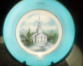 Vintage (1974) Wedgwood Country Church first-edition plate. Second in the series made exclusively for Avon.  Teal band, gold edge.