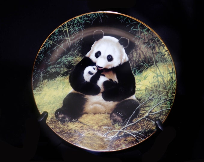 Vintage (1988) The Last of Their Kind Endangered Species decorative Panda plate. Will Nelson. Numbered. Bradex Exchange.