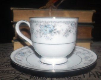 Vintage (1980s) Oneida Artistry Heiress pattern 3078 tea set (footed cup and saucer). Blue, grey florals, platinum edge. Made in Ireland.