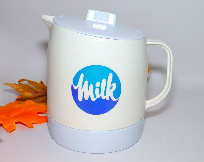 Vintage (1980s) Dairy Farmers of Ontario plastic Milk jug with lid. Made by Quikut in USA.