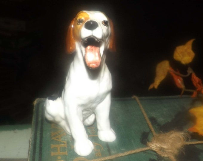 Vintage (1960s) Royal Doulton HN1099 Yawning Dog | Beagle | Jack Russell figurine. Great gift for the dog lover.