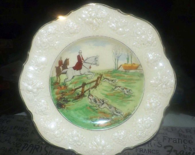 Vintage (1930s) Crown Ducal   Ducal Ware hunt scene dinner plate. Signed Frank Phillips. Charlotte Rhead. Made in England.