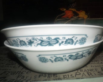 Pair of vintage (1980s) Corelle | Corning | Corningware USA Old Town Blue vegetable serving bowls. Blue-and-white floral band.